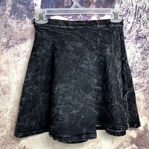 Black acid wash skirt M/L